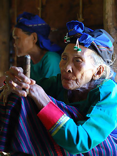 Dumalneg grandma with tobacco